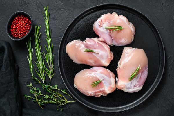 สะโพกไก่ เป็นส่วนที่มีไขมันแทรกอยู่มากที่สุด เหมาะทำเมนูย่าง